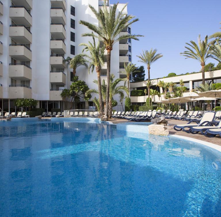 Aparthotel Bahia Grande In Cala Millor Majorca Hipotels